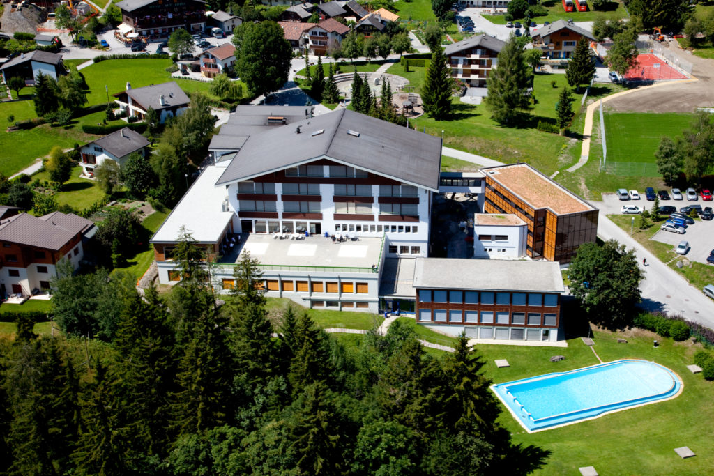 Таргетинг в Facebook и Instagram для привлечения абитуриентов в Швейцарские университеты гостеприимства